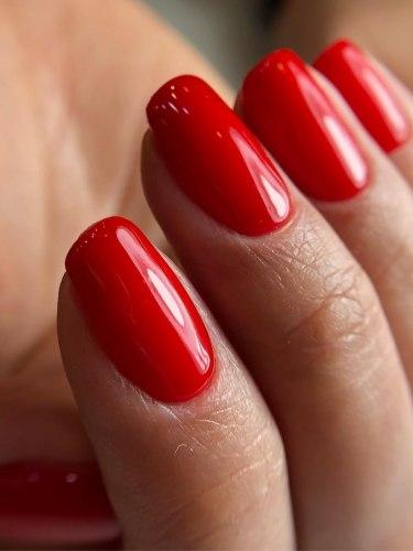Яркий лак для ваших ногтей